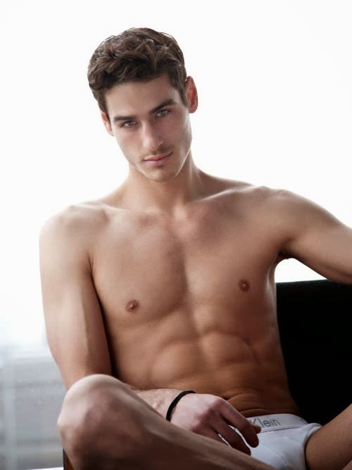 MATTHEW C. (MAJOR MODEL MANAGEMENT) POR Paul Reitz 5 MATTHEW C. (MAJOR MODEL MANAGEMENT) POR Paul Reitz